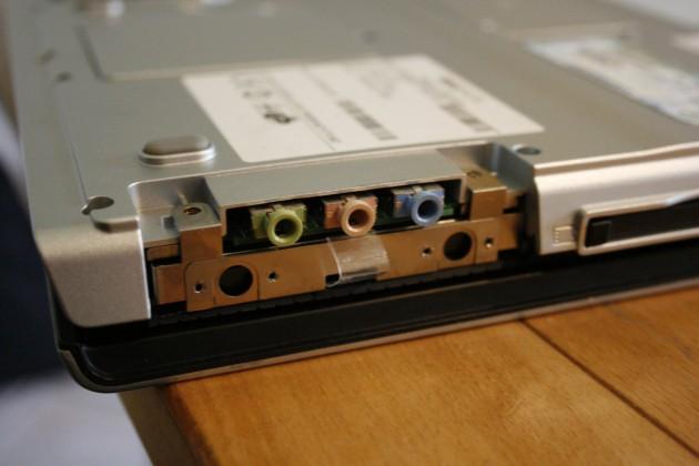 Lasche zum Herausziehen der Festplatte im Maxdata Pro 8100 IS.