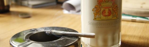 Zigarette und ein Glas Milch