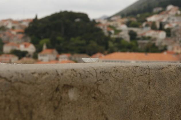 Das Schiffchen auf den Stadtmauern von Dubrovnik / Kroatien.