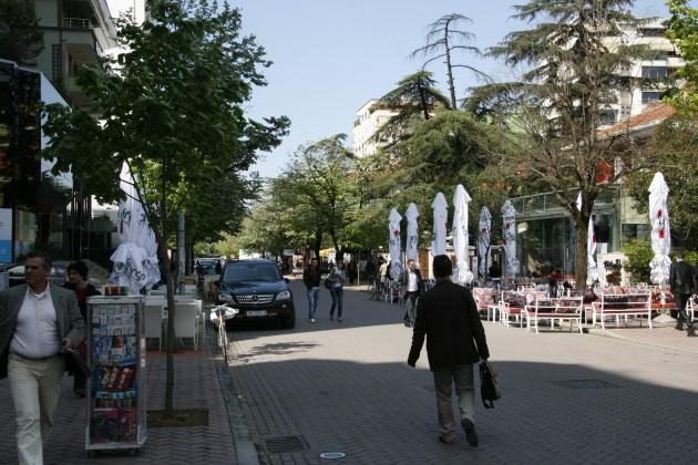 Unterwegs in den Straßen von Tirana