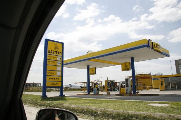 Kastraten verkaufen Treibstoff, Kastrati-Tankstelle in Albanien