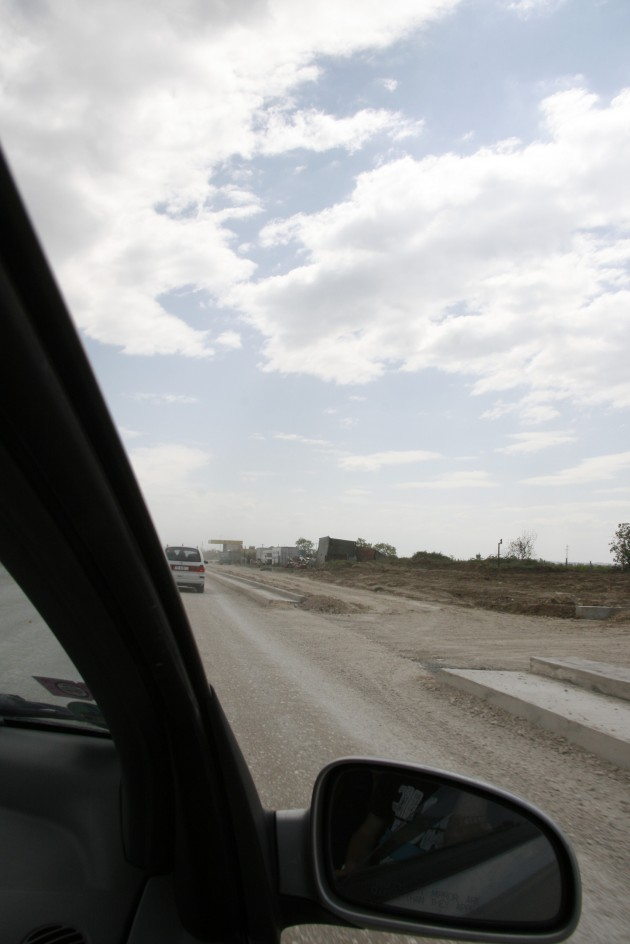 Durch Albanien war vor allem über albanische Baustellen für zukünftige Straßen.