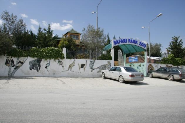 Ein Zoo in einer albanischen Kleinstadt zwischen Tirana und Gjirokaster