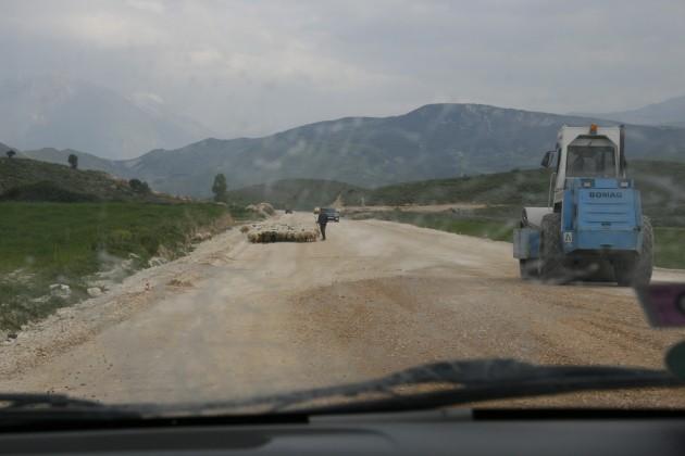 Über albanische Baustellen zwischen Gjirokaster und der albanisch-griechischen Grenze