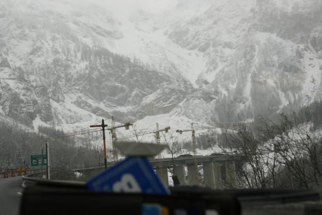 Auf der Tauernautobahn in Österreich kurz vor dem Tauerntunnel