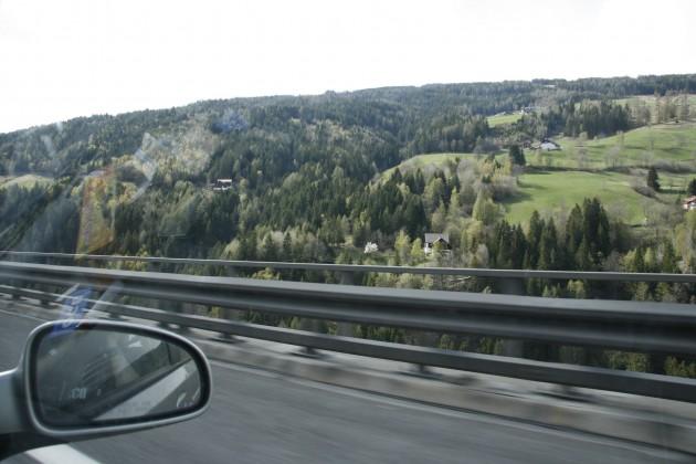 Auf der Tauernautobahn A10 in Österreich