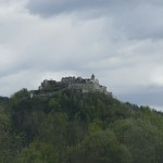Burg neben Tauernautobahn