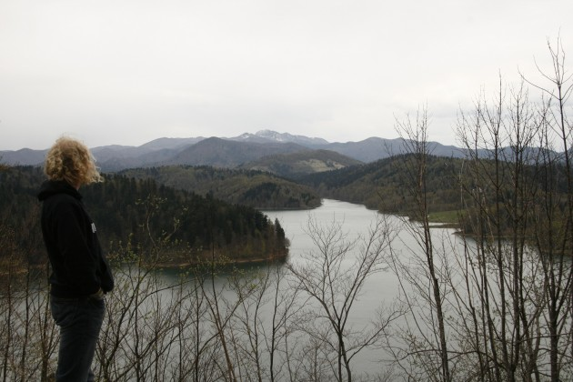 Kurze Rast am See Omladinsko Jezero in Kroatien auf dem Weg nach Rijeka