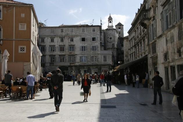 Auf dem Hauptplatz Narodni in der Altstadt von Split.