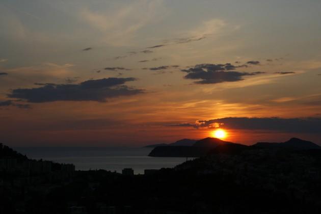 Sonnenuntergang über Dubrovnik von der Gornji Kono aus gesehen