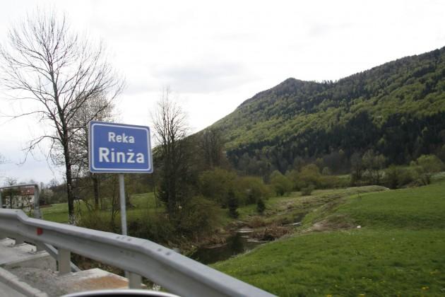 Unterwegs in Slowenien auf dem Weg von Ljubljana nach Split in Kroatien auf der Straße 106, Überquerung der Rinza in der Nähe von Kocevje