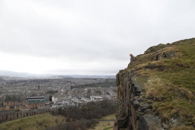 Arthur's Seat, Edinburghs Hausberg, Steilwand an der Stadt