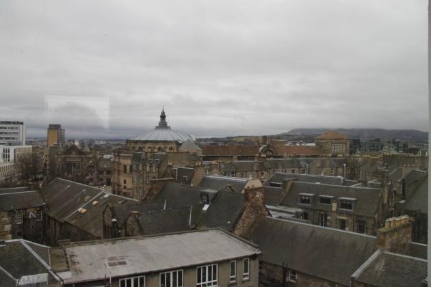 Blick über Edinburgh vom Schottischen Nationalmuseum aus