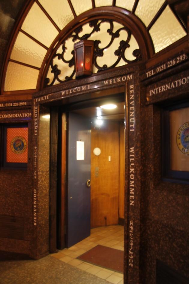 Eingang zum Hostel in der Queensferry Street