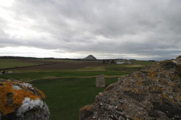 Blick auf The Law von Tantallon Castle