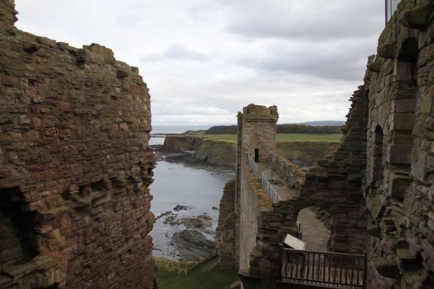 Auf den Mauern von Tantallon Castle