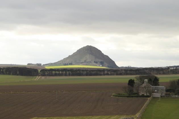 The Law bei North Berwick von Tantallon Castle aus
