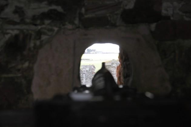 Kanone an einer Schießscharte in Tantallon Castle