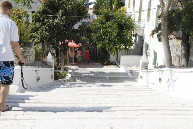 Treppen hinunter zum Hafen in Fiskardo