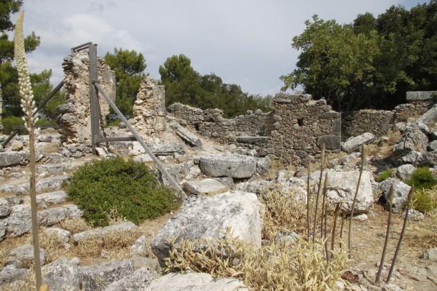 Westliche Ruinen der antiken Akropolis von Sami