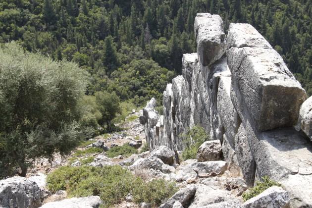 Mykenische Mauern im Ostteil der Akropolis von Sami
