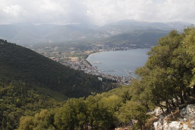 Blick auf Sami vom Ostteil der Akropolis