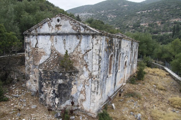Ruinen eines beim Erdbeben von 1953 zerstörten Dorfes auf Kefalonia