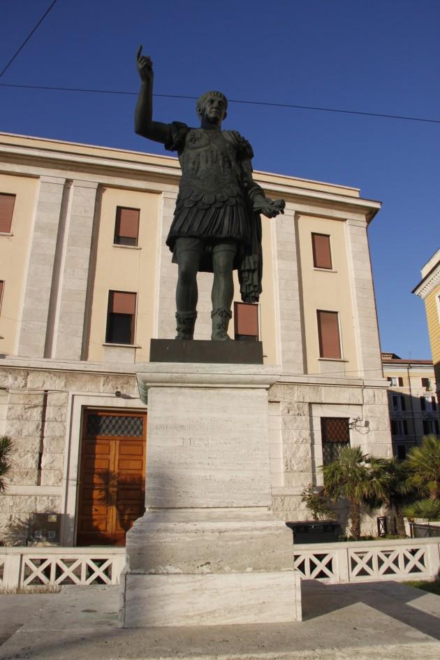 Statue von Kaiser Trajan in Ancona
