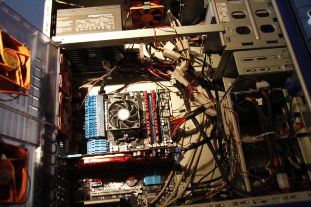 ASUS M5A99X EVO Mainboard mit AMD Phenom II X6 1045T, 8GB DDR3 2133MHz RAM, Radeon HD3850, OSC Vertex2 60GB SSD, Samsung 1TB HDD und BeQuiet! Straight Power E8 400W Netzteil