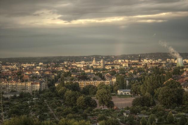 Dresden nach Juliregen von Braunsdorfer Straße 125, Blick Richtung Osten