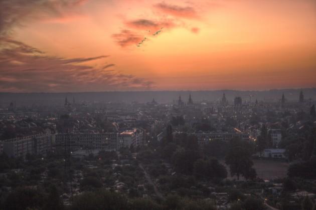 Dresden im Morgenrot, von der Braunsdorfer Straße 125, Blick Richtung Osten