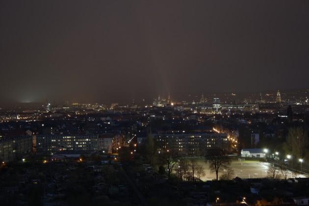 Dresden bei Nacht von der Braunsdorfer Straße 125 Richtung Osten